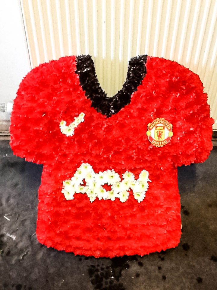 Man United Shirt 2014 made from flowers, Radcliffe Florist, Funeral