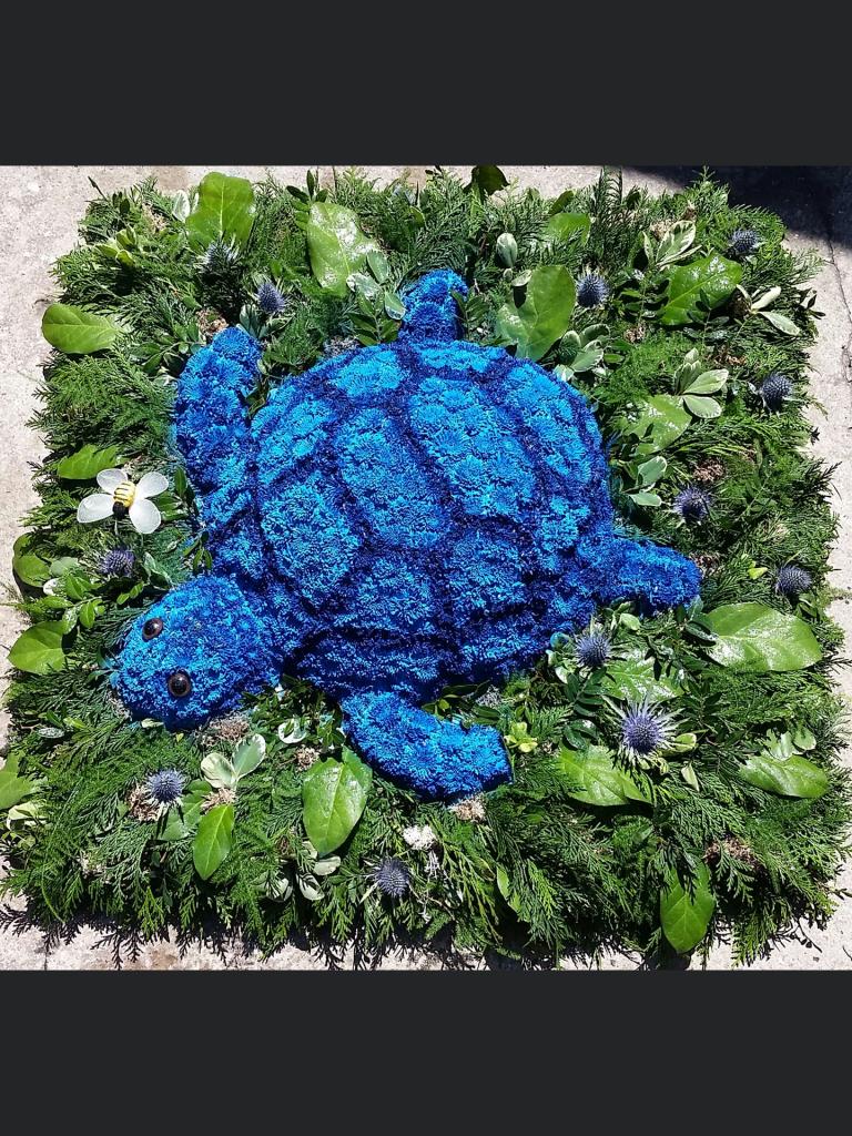 Funeral, Tribute, Turtle, Flowers, Bury, Radcliffe
